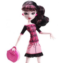 Draculaura - Monster High in calatorie