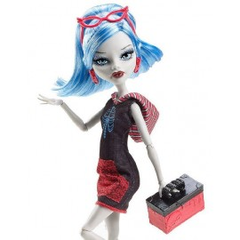 Ghoulia - Monster High in calatorie