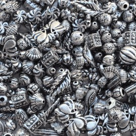 Margele din plastic cu aspect metalic