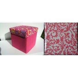 Scaun cutie jucarii roz si capac cu ornamente florale