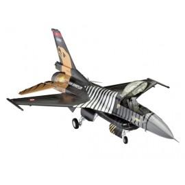 Macheta Avion Revell F16 C Solo Turk imagine